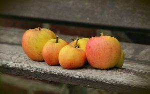 apple-on-bench